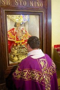 Fr Vega in front of el santo nino de cebu